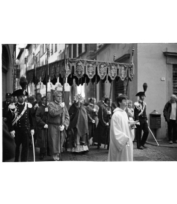 http://www.livinart.it/1450-thickbox_default/inside-lucca-processione.jpg
